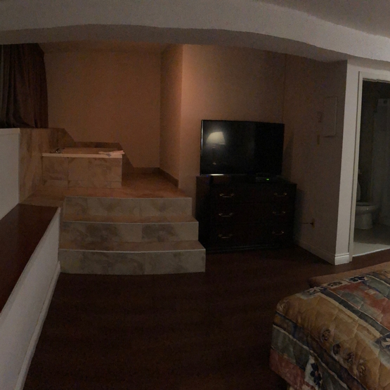 Big room with king bed and jacuzzi